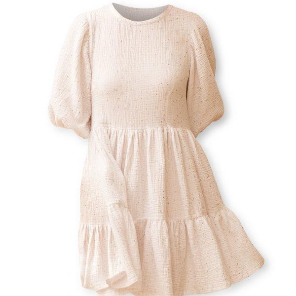 Biele šaty na bielom pozadí