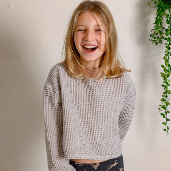 Dievčatko odfotené v mikine