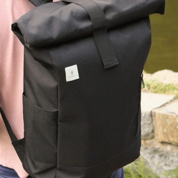 Recyklovaný batoh midori počas nosenia