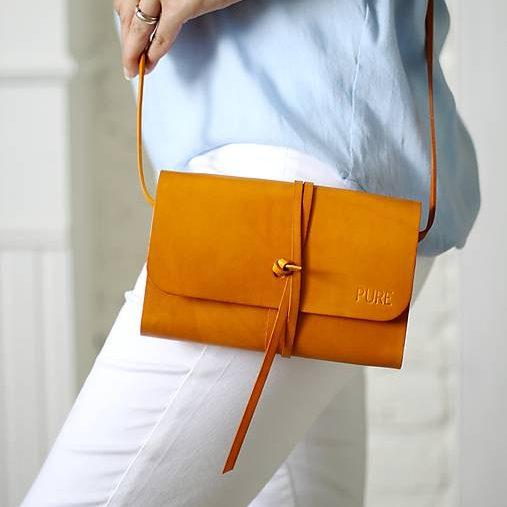 Žltá multifuknčná kabelka PURE na outfite