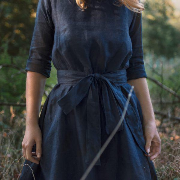 Zaviazané ľanové šaty s opaskom