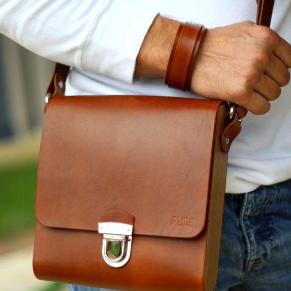 Detail na hnedú pánsku koženú tašku PURE