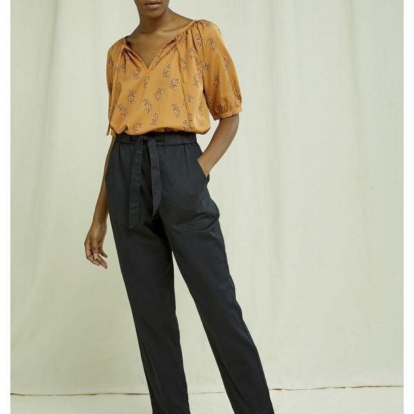 Čierne zavezovacie nohavice z organickej bavlny objednáte na SLOVFLOW