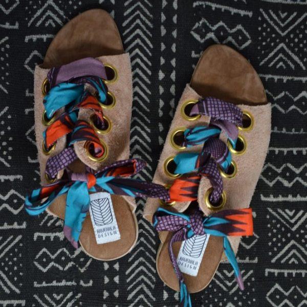 Kožené sandále s farebnými stužkami na uviazanie objednáte na SLOVFLOW