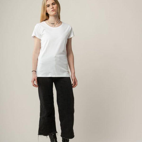 Biele tričko s krátkymi rukávmi a okrúhlym výstrihom od udržateľnej značky Melawear