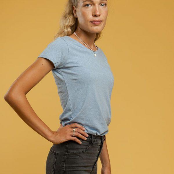 Svetlomodré tričko pre ženy s krátkym rukávom a bez hlbokého výstrihu objednáte online na SLOVFLOW