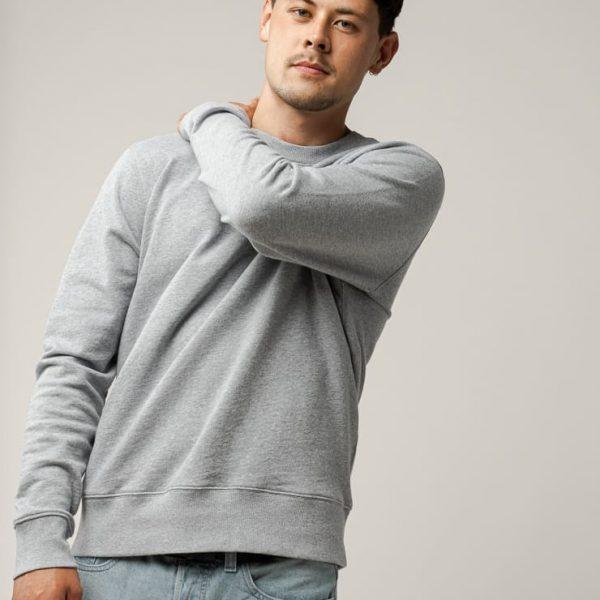 Sivá pánska mikina sveter z certifikovanej balvny od udržateľnej značky Melawear