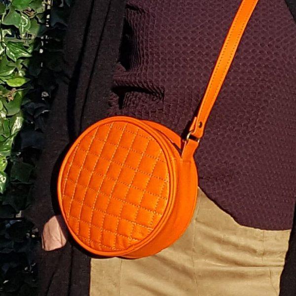 Oranžovú štýlovú koženú crossbody kabelku od SussesBag objednáte na SLOVFLWO