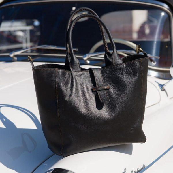 Rozšírenú čiernu koženú kabelku od Sussesbag si objednáte online na SLOVFLOW