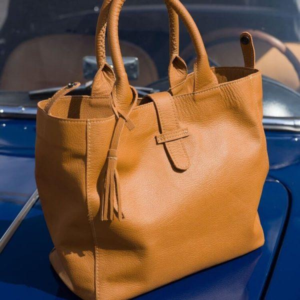 Hnedá kožená kabelka z luxusnej kože pre Mercedes je dostupná na SLOVFLOW