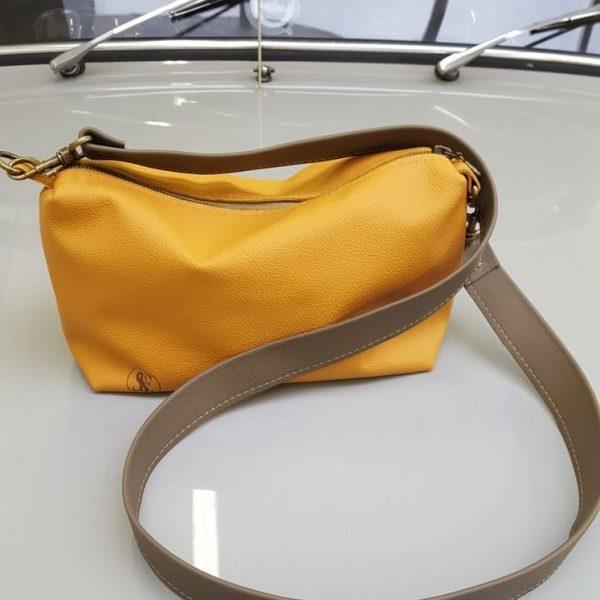 Žltá malá kabelka ako organizér od SusseesBag