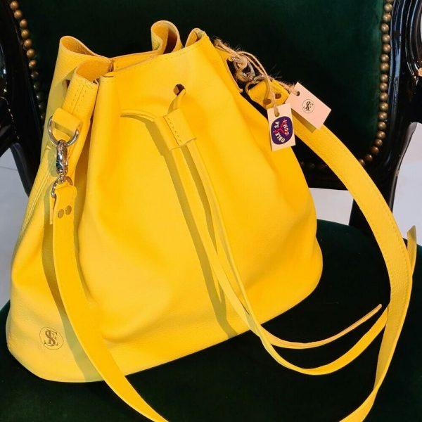 Žltá kožená kabelka typu vrece od SussesBag