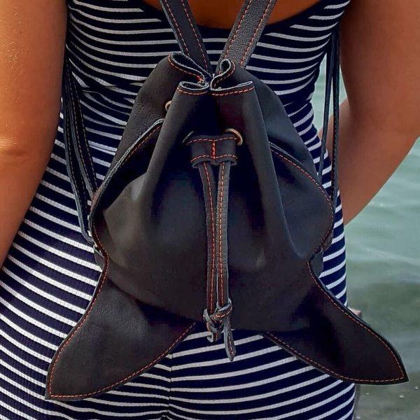 Čierny vak z prvotriednej kože k námorníckemu outfitu
